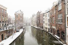 Nieuw in mijn Werk aan de Muur shop: Winter in Utrecht. De Lichte en Donkere Gaard gezien vanaf de Maartensbrug.