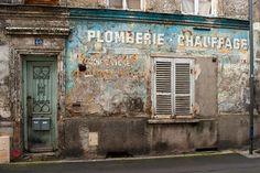 https://flic.kr/p/Eb7pWY | Plomberie chauffage | Rue Eugène Lumeau*, Saint-Ouen (Seine-Saint-Denis). Février 2015.  * 1911-1942. Ouvier métallurgiste et résistant, fusillé par les Nazis.  Retrouvez également Pixdar sur Tumblr, Instagram,  Twitter et Facebook