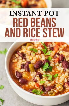 A big bowl of red beans and rice is the perfect dish for a chilly night! A big bowl of red beans and rice is the perfect dish for a chilly night! Clean Eating Meal Plan, Clean Eating Dinner, Clean Eating Recipes, Healthy Dinner Recipes, Appetizer Recipes, Cooking Recipes, Healthy Lunches, Skinny Recipes, Slow Cooking