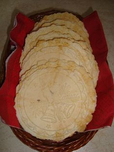 Syrové oblátky - zuzkinemaskrty.sk Camembert Cheese, Food And Drink, Pie, Baking, Recipes, Basket, Christmas, Torte, Cake