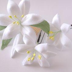 【再販5】《 Wedding&成人式 》 ユリの髪飾りセット つまみ細工   ハンドメイドマーケット minne Textiles, Kanzashi Flowers, Hair Ornaments, Flower Making, Fabric Flowers, Diy And Crafts, How To Make, Design, Creativity