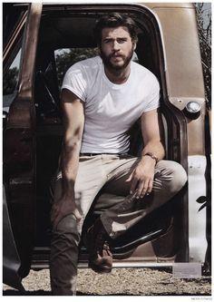 Liam Hemsworth Goes