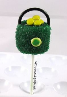 St. Patricks Day Pot of Gold Marshmallow Pops!