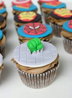 Super Heroes Cupcake toppers - For all your cake decorating supplies, please visit craftcompany.co.uk                                                                                                                                                      Más