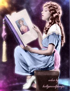 Mary Pickford in a dreamy #1920s profile view  #MaryPickford #silentmovies #hollywoodpinups #silverscreen #oldhollywood #hollywood #classichollywood #vintagehollywood #hollywoodglamour #goldenera #colorenhanced #colorized #hollywoodcolor #hollywoodcolorist #photorestoration #vintagecolor #GoldenAgeOfHollywood Hollywood Star, Golden Age Of Hollywood, Vintage Hollywood, Hollywood Glamour, Hollywood Actresses, Classic Hollywood, Actors & Actresses, Silent Film Stars, Movie Stars
