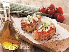 Zapečená bruschetta s mozzarellou -  Nakrájame si bruschettu a v rúre alebo na grile ju z oboch strán ľahko dochrumkava opečieme. Medzitým...