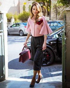 Queen Rania of Jordan's Style Is Beyond Chic Muslim Fashion, Royal Fashion, Modesty Fashion, Arab Fashion, Fashion Women, Office Outfits, Office Wear, Casual Office, Office Uniform