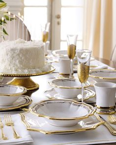 white and gold table settings ile ilgili görsel sonucu Fine Dining, Dining Table, Silvester Party, Beautiful Table Settings, Decoration Inspiration, Gold Table, Elegant Table, Deco Table, Decoration Table