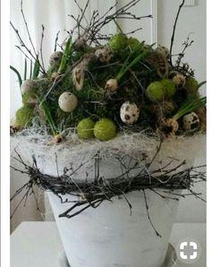 Untitled backyard design diy ideas # – Anna J. Easter Flower Arrangements, Floral Arrangements, Diy Easter Decorations, Deco Floral, Fall Diy, Easter Wreaths, Easter Crafts, Plant Hanger, Christmas Flowers