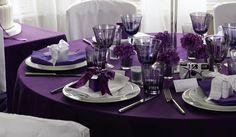 décoration de table violet et blanc, à voir