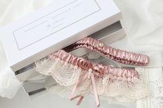 dusty pink lace garter set with gold - Handmade_by_Donna - Podwiązki