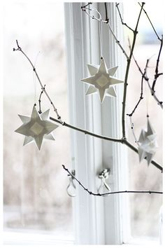 DIY Christmas decorations and craft ideas for Christmas, Scandinavian deco, branches sc . Scandinavian Holidays, Scandinavian Christmas Decorations, Scandi Christmas, Beautiful Christmas Decorations, Minimalist Christmas, Noel Christmas, Winter Christmas, Holiday Decor, Simple Christmas