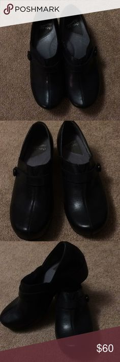 c0a11e7afbc820 Dansko Shoes Dansko Shoes - Black - Size 39 Worn only a few times. Usually  a Size 8 had to size up Dansko Shoes Mules   Clogs