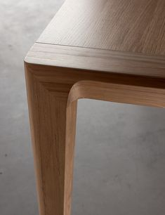 A natural oak dining table with a linseed oil stain. Available in fixed and extending sizes, the extending version has 2 extension leaves that are stored beneath the table top when not in use. Wooden Dining Table Modern, Contemporary Dining Room Furniture, Modern Wood Furniture, Wooden Dining Tables, Dining Furniture, Dinning Table Design, Wood Table Design, Coffee Table Design, Wood Furniture Legs