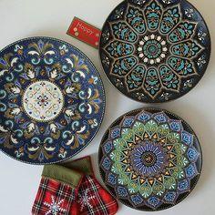 #magicofdots #dotartplates #decorativeplates #ceramicplates #handpaintedplates #mandalaplate #dotilismplates #dotilismmandala #тарелкаточечнаяроспись