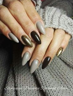 love this grey, black and gold nail color combo // new years nails