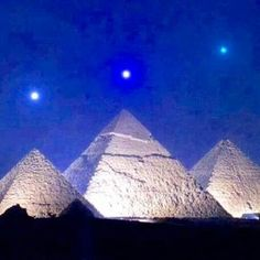 Mars, Venus,  and Saturn align with the pyramids #beautiful