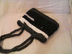 Bolso negro y gris. Crochét