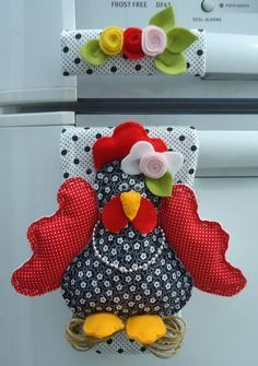 This would be cute on my stove handle! Sewing Hacks, Sewing Crafts, Sewing Projects, Projects To Try, Diy And Crafts, Arts And Crafts, Chickens And Roosters, Coq, Felt Fabric