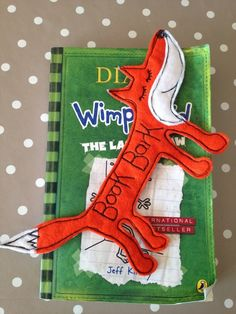Hello, well my animal obsession continues and i am now in love with this little orange fox. He is made from felt and machine embroidered. I make a Sausage Dog Book Bark (just incase you're interested) and they are quite popular, so when I found out a. Felt Bookmark, Felt Fox, Dog Books, Felt Patterns, My Animal, Make You Smile, Bookmarks, Alice, Make It Yourself