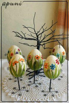 """""""Pisankowania"""" time to start Wool Needle Felting, Wet Felting, Arts And Crafts Storage, Felted Soap, Egg Crafts, Felting Tutorials, Egg Decorating, Easter Treats, Felt Toys"""