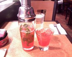 T.G.I. Fridays - Tropical berry Mojito shaker