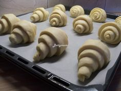 Kovászos Croissant hosszú érleléssel   Betty hobbi konyhája Croissant, Hobbit, Crescent Roll, The Hobbit, Crescent Rolls, Breakfast Croissant