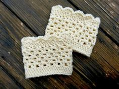 Free lacy scalloped crochet boot cuff pattern- great basis to play with too. Crochet Boots, Crochet Slippers, Knit Or Crochet, Crochet Scarves, Crochet Crafts, Crochet Projects, Quick Crochet, Free Crochet, Simple Crochet