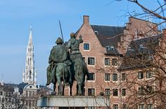 Estatua de Don Quijote y Sancho Panza cerca de la Grand Place