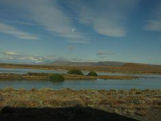 Lago Argentino, visto à margem da estrada entre Calafate e El Chaltén, na província de Santa Cruz, Patagônia, Argentina.  Fotografia: Thaissa Chaga.