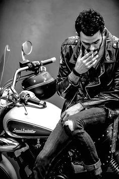 Leather Jewelry and Motorcycle – The New Trend Lederschmuck und Motorrad – Der neue Trend von Motorcycle Photo Shoot, Motorcycle Couple, Motorcycle Men, Motorcycle Posters, Motorcycle Camping, Motorcycle Style, Motorcycle Outfit, Motorcycle Fashion, Chopper Motorcycle