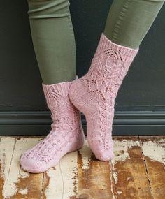 Merja Ojanperän Haave vain -pitsineulesukat | Meillä kotona Crochet Socks, Knitting Socks, Crochet Lace, Knit Socks, Mitten Gloves, Mittens, Textiles, Knitting Accessories, Ankle Socks