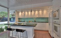 See how a real IKEA fan uses ABSTRAKT kitchen cabinets in her home!