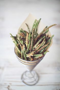 Crispy Baked Parmesan Green Bean Fries.1 	(14 oz)Bag of frozen whole green beans (or about 4 cups fresh)  ¼ 	cup Parmesan cheese, grated  ½ 	tsp Garlic powder  ¼ 	tsp Salt (or to taste)  ⅛ 	tsp Pepper (or to taste)    425 for 15 minutes on greased baking sheet