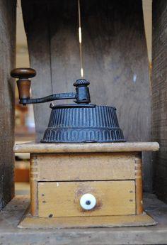 Vintage Dovetail cast Iron hand crank coffee grinder.