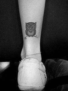 Adorable Ankle Tattoo Designs For Girls - Cute Ankle Tattoos for Women - Best Tattoo Ideas And Designs Owl Tattoo Design, Ankle Tattoo Designs, Tattoo Designs For Girls, Cute Ankle Tattoos, Ankle Tattoos For Women, Cute Small Tattoos, Cute Owl Tattoo, Owl Tattoo Small, Tattoo Owl