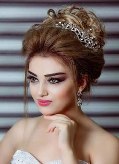Simple Wedding Hairstyles That Prove Less Is Simple Wedding Hairstyles, Bride Hairstyles, Pretty Hairstyles, Stylish Hairstyles, Bridal Makeup Looks, Wedding Hair And Makeup, Hair Makeup, Pakistani Bridal Makeup, Bridal Hairdo