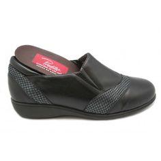 Pool Slides, Sandals, Shoes, Fashion, Over Knee Socks, Fur, Black People, Zapatos, Shoes Outlet