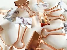 Stunning set of metal paper clips in marble and rose gold, stunning trend. Perfect for your office, LV agenda, Filofax, Kate Spade...