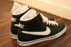 black/white nike <3
