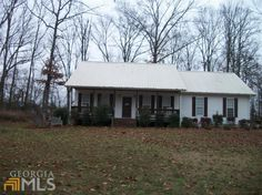 Beautiful 3 bedroom 2 bath home in Cedar Bluff. Low maintenance move in ready. Vaulted ceilings in the living room. Open floor plan, hardwood floors. Large master bedroom, master bath features garden tub, separate shower and double vanities. Rocking chair front porch with nice wooded private back yard. This property has lake access to Lake Weiss. Located near shopping and Cedar Bluff School.
