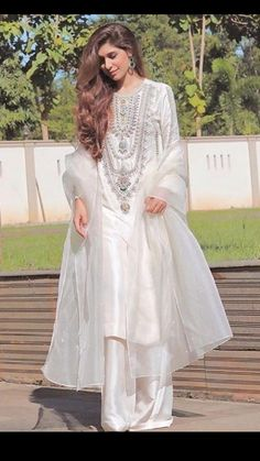Indian Fashion Modern, Latest Indian Fashion Trends, Pakistani Dress Design, Pakistani Dresses, Desi Clothes, Desi Wedding, Sabyasachi, Party Wear Dresses, Indian Designer Wear