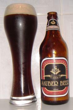 Cerveja Sauber Beer Dunkel Weizen, estilo German Dunkelweizen, produzida por Sauber Beer, Brasil. 5.3% ABV de álcool.