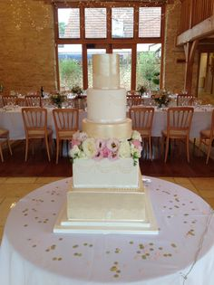 Beautiful Golden Sheen Cake with Fresh Flowers @ Thekingscotebarn