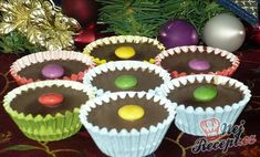 These cups with chocolate and a sweet nut filling have the first place in our family in our Christmas cookies. Christmas Cookies, Merry Christmas, Christmas Gingerbread, Mini Cheesecakes, 3 Ingredients, Vegan Desserts, Sweet Treats, Muffin, Thing 1
