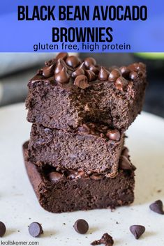 Black Bean Avocado Brownies, Desserts, These Black Bean Avocado Brownies are gluten free, super fudgy and you can't even tell they are made with black beans! They are made using the food pr. Avocado Brownies, Healthy Brownies, Low Calorie Brownies, Healthy Dessert Recipes, Easy Desserts, Gourmet Recipes, Smores Dessert, Dessert Blog, Avocado Dessert