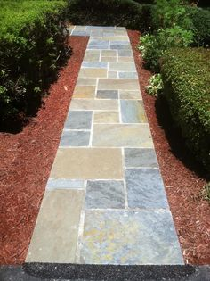 If you're looking to have modern appeal for your walkway, flagstones can be an excellent choice.