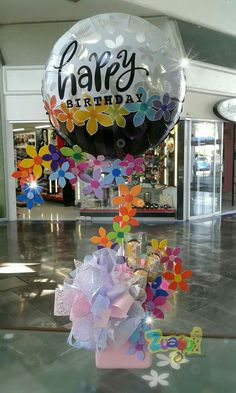 Regalo Birthday Party Decorations Diy, Party Centerpieces, Balloon Decorations, Birthday Candy, Birthday Balloons, Birthday Parties, Birthday Ideas, Balloon Box, Balloon Bouquet