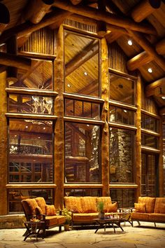 Luxury vacation lodge in Wyoming: Phillips Ridge Phillips Ridge is a sensational luxury vacation lodge that is nestled high atop a rocky ridge overlooking Jackson Hole in Wilson, Wyoming. Log Cabin Homes, Log Cabins, Cabin In The Woods, Timber House, Mountain Homes, Architecture, Bauhaus, My Dream Home, Porches