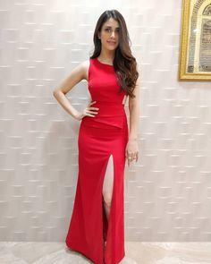 Bollywood Girls, Bollywood Celebrities, Bollywood Fashion, Beautiful Celebrities, Beautiful Actresses, Indian Heroine, Nice Dresses, Prom Dresses, Bollywood Heroine